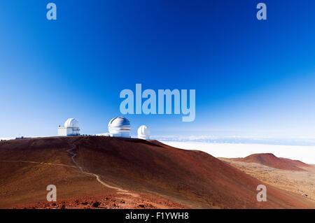 Der Mauna Kea Skyline zeigt, von links nach rechts, Universität von Hawaii 2,2 Meter Teleskop, Gemini Beobachtung, - Stockfoto