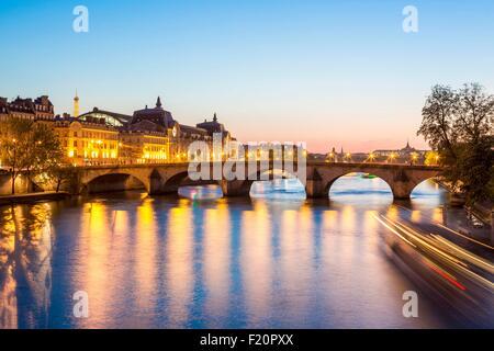 Frankreich, Paris, die Ufer der Seine, Weltkulturerbe der UNESCO, der Pont Royal und Musée d ' Orsay - Stockfoto