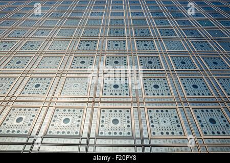 Frankreich, Paris, Institut der arabischen Welt entworfen von den Architekten Jean Nouvel und Architektur-Studio 1, Detail des südlichen Faτade moucharabiehs Stockfoto