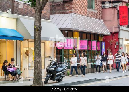 Südkorea, Seoul, Gangnam District, Sinsa-Dong, Garosu-Gil Street, trendige - Stockfoto
