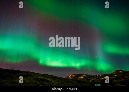 Nordlicht oder Aurora Borealis über Mt. Ulfarsfell, in der Nähe von Reykjavik, Island - Stockfoto