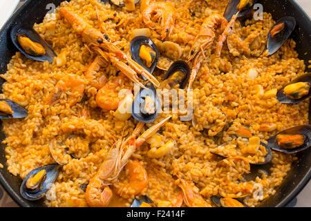 Typische spanische Meeresfrüchte paella - Stockfoto