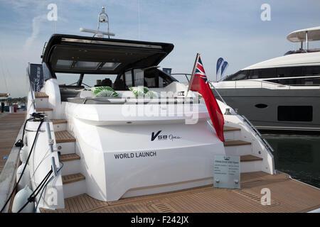 Southampton, UK, 11. September 2015, Princess Yachts V58 offene Welt starten macht es Weltpremiere auf der Southampton - Stockfoto