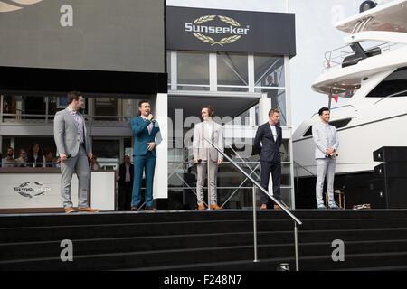 Southampton, UK.11th September 2015. Britains got Talent 2014 Gewinner Collabro singen während der Eröffnung des - Stockfoto
