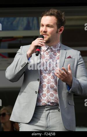 Southampton, UK, 11. September 2015, Britains got Talent 2014 Gewinner Collabro singen während der Eröffnung des - Stockfoto