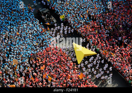 Barcelona, Spanien. 11. September, 2015. Zehntausende Menschen versammeln sich in Barcelona zu einer Nachfrage nach - Stockfoto