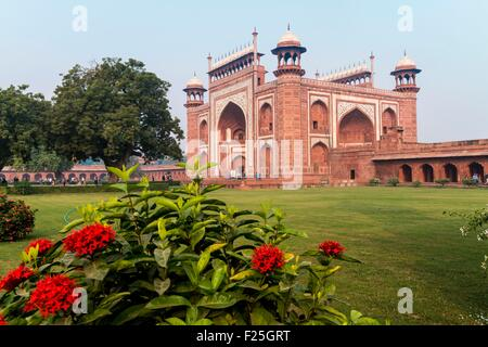 Indien, Uttar Pradesh Zustand, Agra, das große Tor Darwaza-i Rauza des Taj Mahal - Stockfoto
