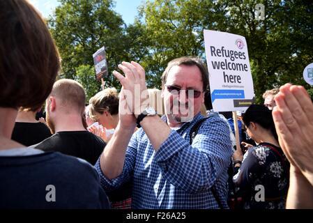 Hyde Park, London, UK, 12. September 2015. Unterstützer von Jeremy Corbyn feiert seinen Sieg in der arbeitsrechtlichen - Stockfoto