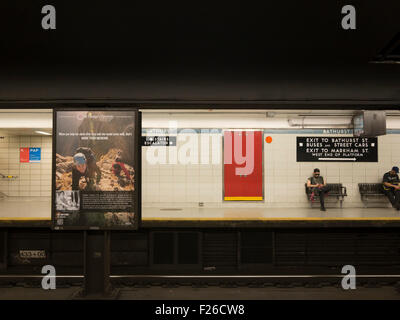 Toronto u-Bahn-Bahnsteig. - Stockfoto