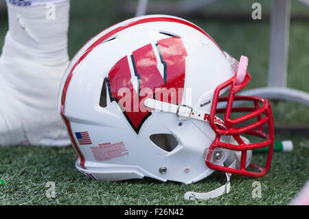 Madison, Wisconsin, USA. 12. September 2015. Wisconsin Badgers Helm während der NCAA Football-Spiel zwischen den - Stockfoto