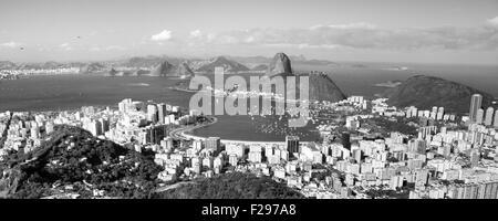 Blick über Rio De Janeiro und die Guanabara-Bucht. - Stockfoto