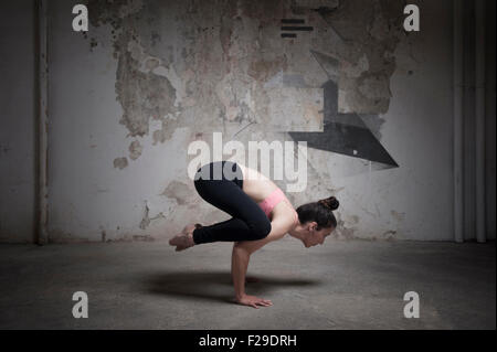 eine frau macht einen handstand im wasser stockfoto bild 50266717 alamy. Black Bedroom Furniture Sets. Home Design Ideas