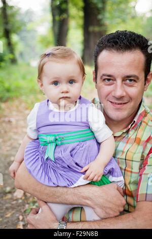 Tochter Vater und Baby im freien - Stockfoto