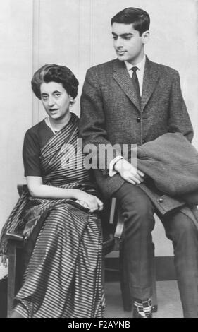 Indira Gandhi, Nehrus Tochter mit Rajiv Gandhi ihres Sohnes, April 1962. Beide wurde Premierminister von Indien, - Stockfoto