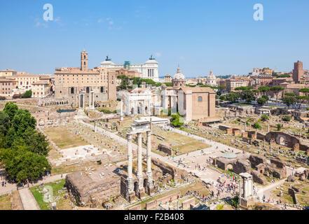 Das Forum Romanum und Skyline von Rom aus der Sicht des Palatin Rom Italien Roma Lazio Italien EU Europa - Stockfoto