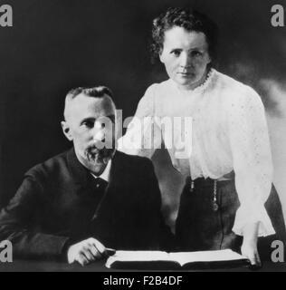 Pierre Curie und Marie Sklodowska-Curie (1867-1934), c. 1903. Das Paar gemeinsam mit dem Physiker Henri Becquerel - Stockfoto