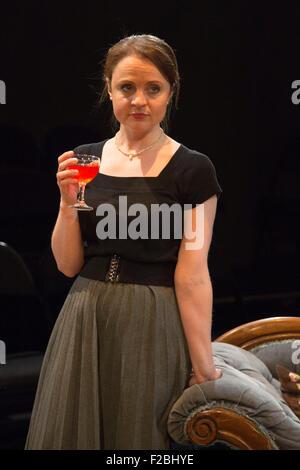 09.02.2015. London, UK. Im Bild: Vicky Binns. Welt-Premiere von Hatched ' n ' entsandt, eine schwarze Komödie an - Stockfoto