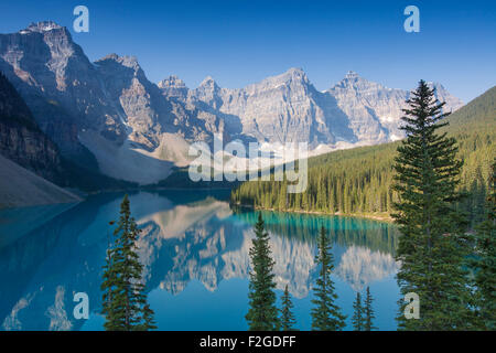 Glazial-Moraine Lake im Valley of the Ten Peaks, Banff Nationalpark, Alberta, Kanada - Stockfoto
