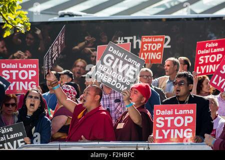 London, UK. 19. September 2015. Mitglieder der Shugden Gemeinschaft protest außerhalb der O2-Arena beschuldigen - Stockfoto