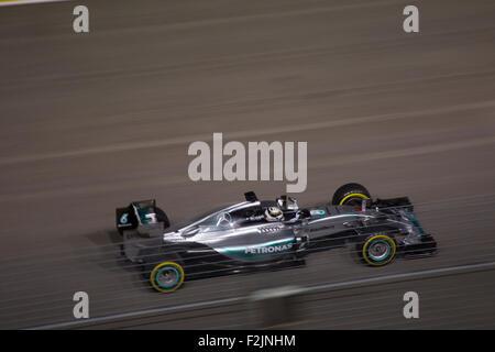 Singapur. 20. September 2015. Lewis Hamilton von Team Mercedes AMG sich in das Loch direkt am Singapore Street Circuit - Stockfoto