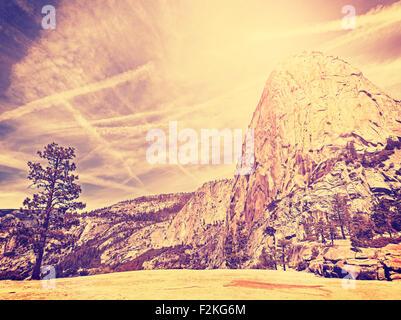 Vintage stilisierte Natur Gebirgshintergrund, Yosemite-Nationalpark, USA. - Stockfoto