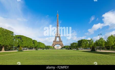 Parc du Champ de Mars, Eiffelturm, Paris, Frankreich - Stockfoto