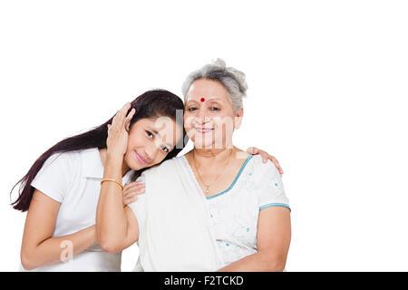 2 indische Großmutter und Enkelin Pflege - Stockfoto