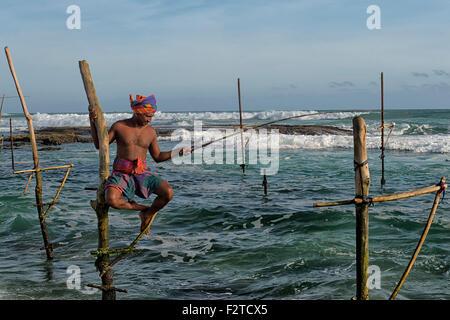 Stelzenläufer Fischer in der Nähe von Unawatuna Beach, Sri Lanka - Stockfoto