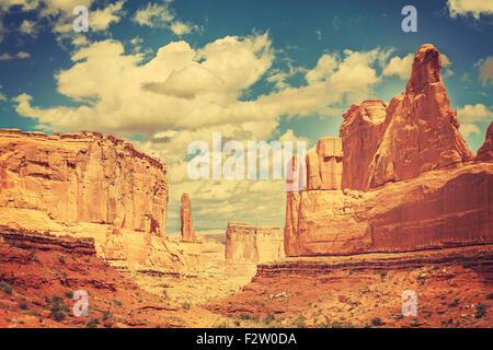 Alte Ansichtskarte vom wilden Westen, getönten Retro Foto des Arches-Nationalpark, Utah, USA. - Stockfoto