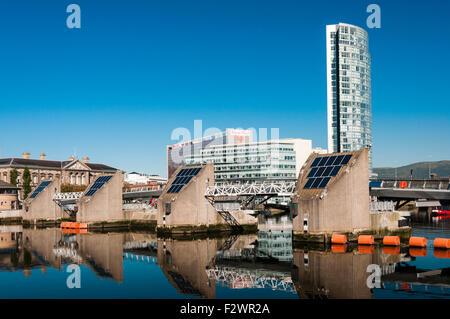 Der Obel Büro und Wohnung Hochhaus am Ufer des Flusses Lagan, Belfast - Stockfoto
