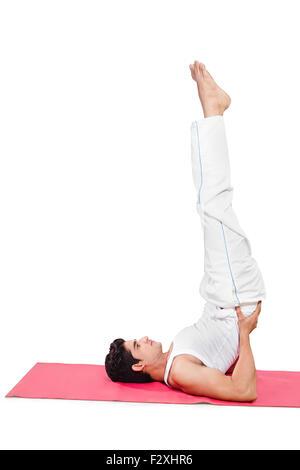1 indische erwachsenen Mann Yoga Stretching - Stockfoto