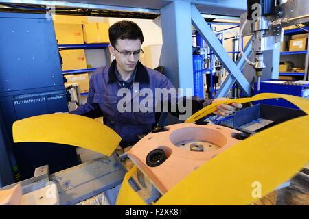 Wladiwostok, Russland. 25. Sep 2015. Ein Wissenschaftler der Abteilung der industrielle Produktionstechnologien, - Stockfoto