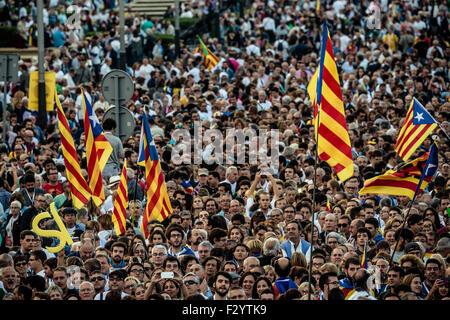 """Barcelona, Spanien. 25. Sep 2015. Tausende Anhänger der Pro-Unabhängigkeit Kreuz-Partei Wahlhilfe Liste """"Junts Pel - Stockfoto"""