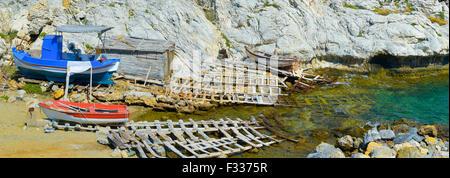 Alten Slipanlage für Boote aus Holz in Griechenland - Stockfoto