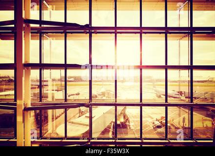 Vintage gefilterte Bild von einem Flughafen, Transport und Reisen Geschäftskonzept. - Stockfoto
