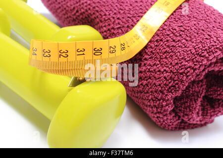 Gr n hanteln und lila flauschigen handtuch f r den for Lila und grun kombinieren