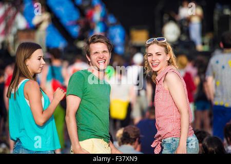 Schöne Teenager beim Sommerfest - Stockfoto