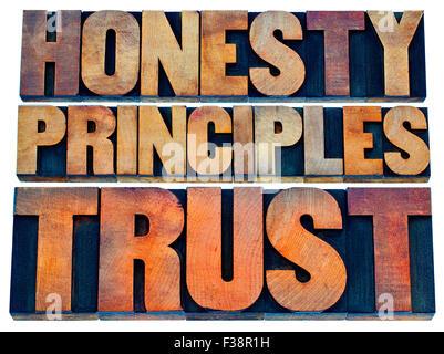 Ehrlichkeit, Grundsätzen und Vertrauen Wort Abstrakt - isolierten Text in Vintage Buchdruck Holzart - Stockfoto