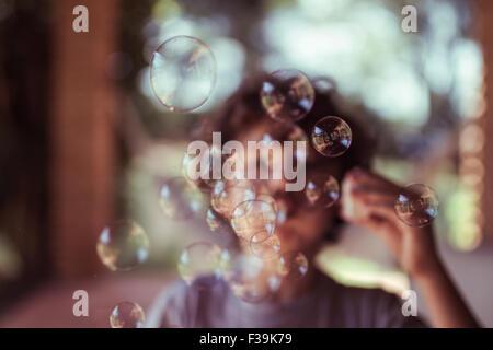 Kinder seifenblasen stockfoto bild 6560976 alamy for Seifenblasen auf englisch