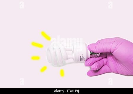 Hand Held CFL Spirale energiesparende Glühbirne E27 - Stockfoto