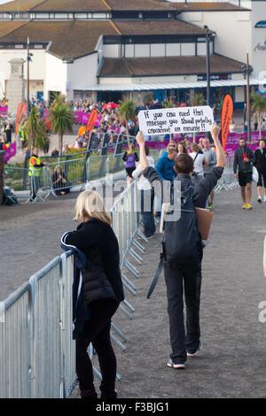 Bournemouth, Dorset, UK. 4. Oktober 2015. Über 11000 Menschen beteiligen sich die Bournemouth Marathon Festival - Stockfoto