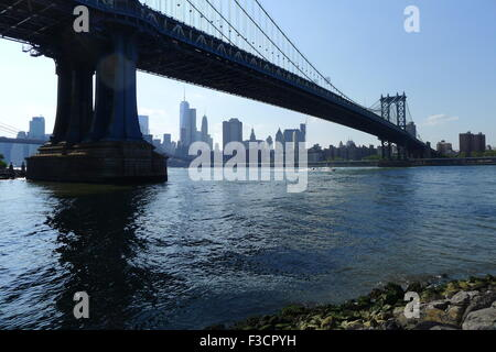 Manhattan Bridge über den East River - Stockfoto