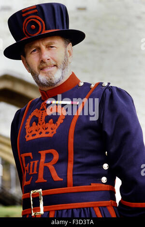 Beefeater im Tower of London, London, England, United Kingdom, Europe - Stockfoto