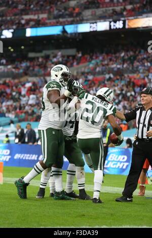 London, UK. 4. Oktober 2015. New York Jets Mitte Dakota Dozier (70) und New York Jets Cornerback Marcus Williams - Stockfoto