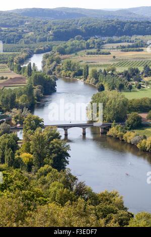 Die Ebene in der Landschaft von Perigord und der Dordogne von Vantage Point von Domme gesehen. Campagne Périgourdine. - Stockfoto