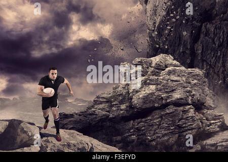 Zusammengesetztes Bild des Rugby-Spieler mit dem Ball laufen - Stockfoto