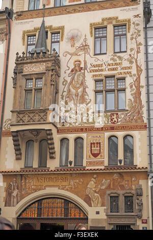 Gemälde von St. Wenzel Storch auf dem Pferd, Haus, den Altstädter Ring, Prag, Tschechische Republik. - Stockfoto