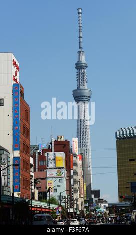 Tokios Skytree gesehen von Asakusa. - Stockfoto