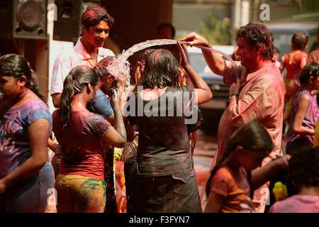 Menschen, die genießen Rangpanchami; Holi-Fest; Indien - Stockfoto