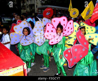 Mädchen tragen Kostüm; Indien - Stockfoto
